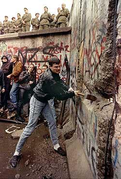 pico_caida_del_muro_de_berlin