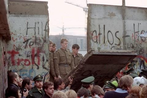 Los jerifaltes del Este quisieron hacer negocio con el Muro de Berlín.