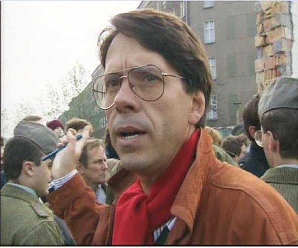 José-María Siles, corresponsal de TVE, horas después de que cayera el Muro de Berlín